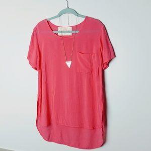 Bella Dahl coral rayon pocket tee / blouse